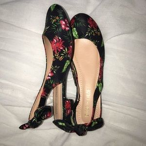Chase & Chloe Floral Flats